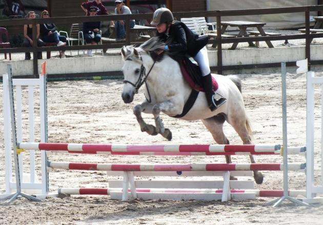 Laurène et Philippine 1ère CSO poney 3 Brinon sur Sauldre 2016
